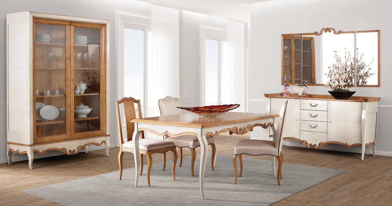Sala de jantar com mesa, louceiro e aparador clássica