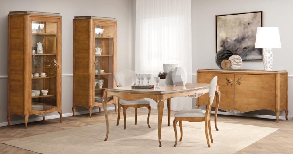 Sala de jantar com mesa, louceiro e aparador