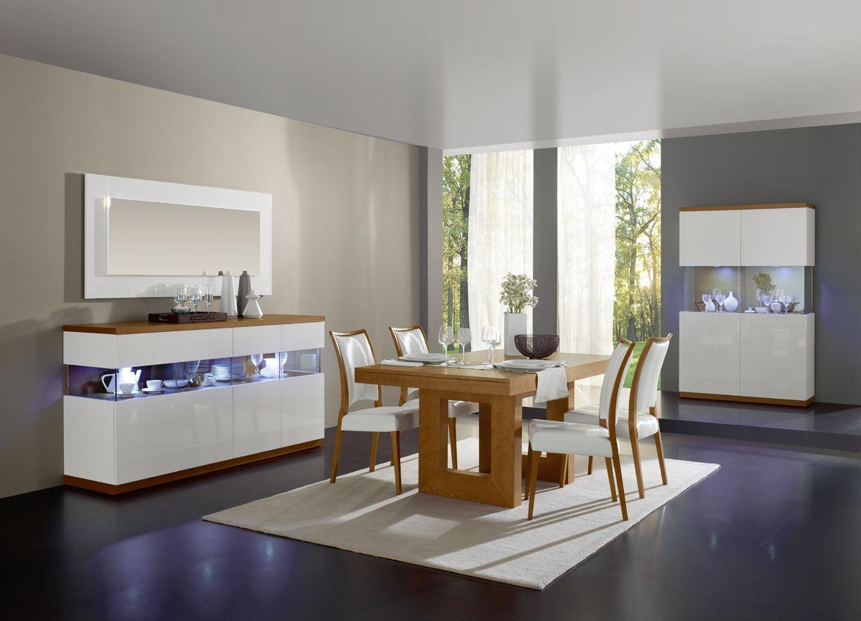 Sala moderna e contemporânea com louceiro e aparador