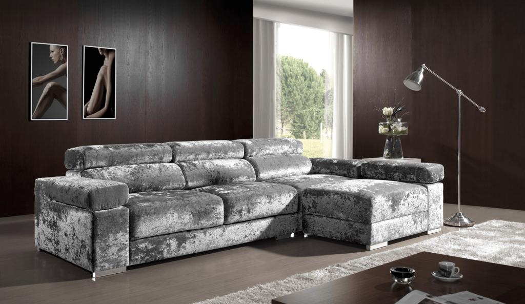 Sofá em veludo em loja de móveis