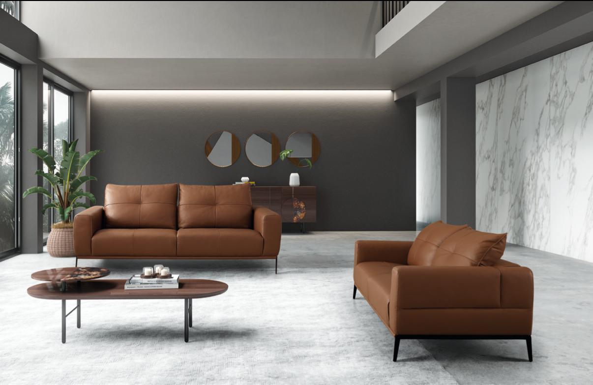 Conjunto de sofás em pele em sala moderna